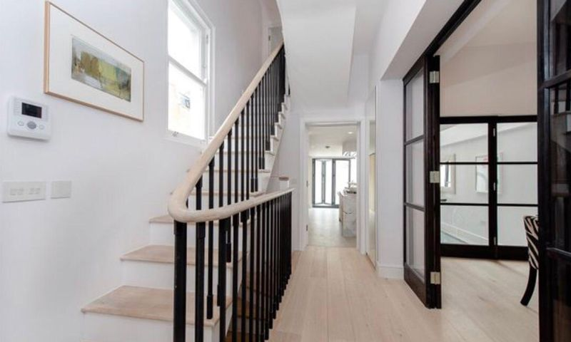 London-Property-Battersea-Park-Apartment-Stairs