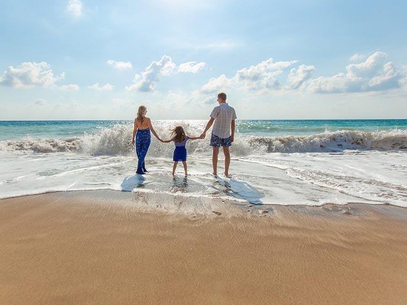Family stays in dubai beach